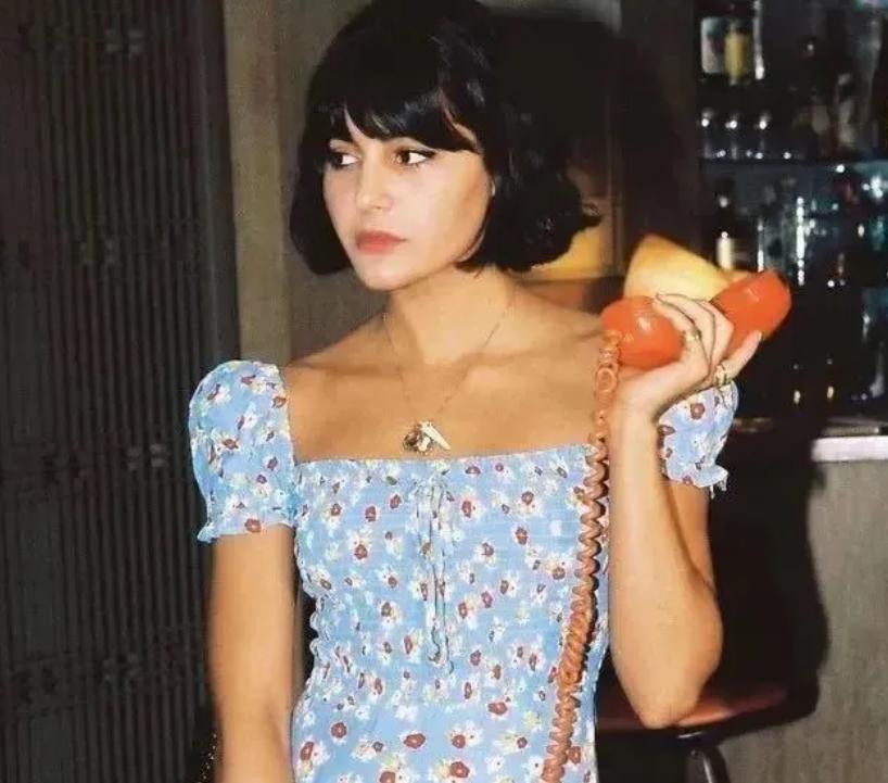 """别总穿渣女裙了,今夏最流行""""花开满""""的裙子,气质"""